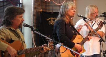 Sandy Reay, Rick McGregor, Jeff Ingram at Acoustic Music Revival